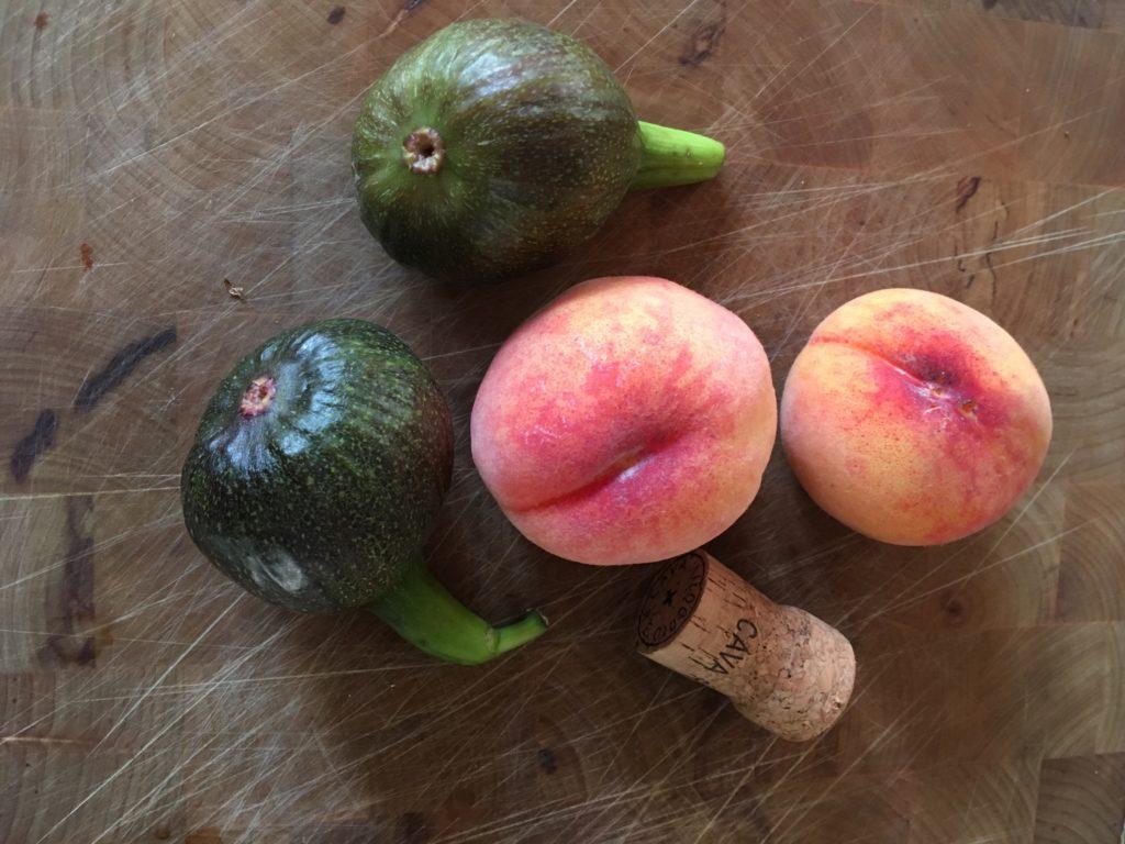 Fikon och persikor från gården.